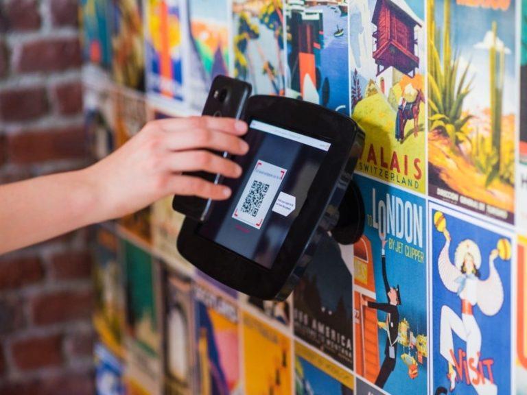 Usar el celular como billetera tendrá sus beneficios este verano