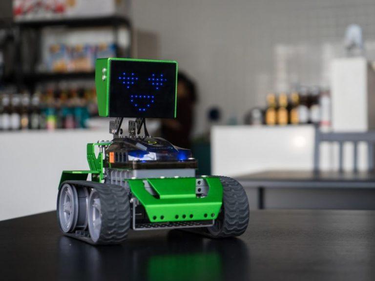 Tres robots educativos llegan en Argentina