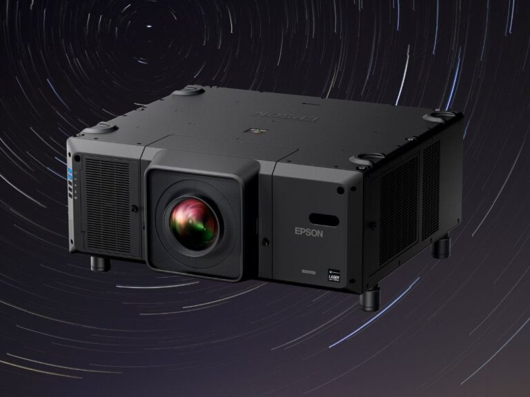 Un videoproyector con tecnología 3LCD más liviano y pequeño