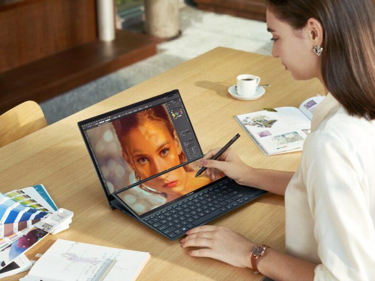 La ASUS Zenbook Duo 14 con doble pantalla,  disponible en Argentina
